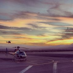 #GrandCanyon 50-Minute South Rim Helicopter Gets Rave Review. More: http://www.grandcanyonhelicoptertourreviews.com/rants-and-raves/50-minute-deluxe-helicopter.html