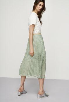 Hoe lang moeten je jassen, jurken, mouwen, rokken en broeken zijn?   Style Consulting Pleated Skirt, Midi Skirt, Long Tall Sally, Tall Clothing, Summer Outfits, Spring Summer, Skirts, Clothes, Shopping
