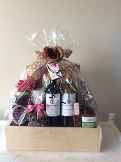 Holiday Gift Baskets, Wine Gift Baskets, Holiday Gifts, Coffee Baskets, Golf Drawing, Real Estate Gifts, Wine Festival, Craft Fairs, Craft Gifts