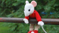 Mi pequeño Ratonet – La maleta de Lili Free Pictures, Free Images, Christmas Ornaments, Toys, Holiday Decor, Woodland Fairy, Xmas Ornaments, Christmas Jewelry