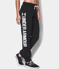 So comfortable we couldn?t wait. Under Armour?s Favorite Fleece Boyfriend Pant has a lightweight stretch constriction and ultra-soft interior. Built for whatever the day brings. Cute Athletic Outfits, Cute Gym Outfits, Sporty Outfits, Athletic Wear, Athletic Clothes, Nike Under Armour, Under Armour Pants, Under Armour Women, Affordable Workout Clothes