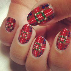 Christmas Gift Wrap / Fraser tartan inspired nail art