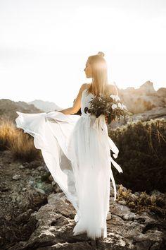 Boho Liebe auf Mallorca Fotos: Vicky Baumann Rock: I am yours Headpiece: La Chia Blumen: Deblanc Mallorca Seidenbänder: Floralie