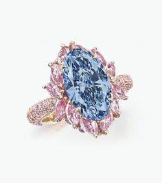 Кольцо с ярко-голубым бриллиантом