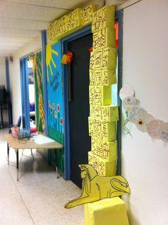Egypt door for classroom. PHOTO @ http://blogs.glnd.k12.va.us/sbay/2013/04/11/2nd-grade-pyramid/