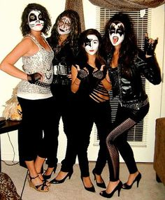 Lots of inspiration, diy & makeup tutorials and all accessories you need to create your own DIY KISS Group Costume for Halloween. Diy Kiss Halloween Costume, Kiss Costume, Group Costumes, Creative Halloween Costumes, Halloween Kostüm, Couple Halloween Costumes, Google Halloween, Diy Halloween Games, 80s Theme Party Outfits