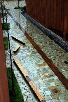 In Cina un'opera di architettura commemora le vittime del terremoto, attraverso una spaccatura nel terreno che ci ricorda la potenza devastante della natura