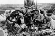 Tea-time in the fields of Essex during the Second World War, where Land Girls have brought more acres under cultivation. Women's Land Army, American Pastoral, Land Girls, My War, Modern History, Vietnam Veterans, National Photography, Canvas Pictures, Wwi