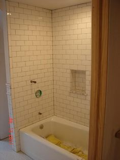 photo to show that bottom of niche is aligned with a row of subway tile! key