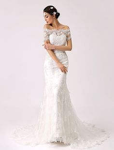Wedding Photo Booth, Wedding Photos, Wedding Ideas, Wedding Veils, Lace Wedding, Elegant Wedding, Vintage Mermaid, Lace Mermaid Wedding Dress, Ivoire