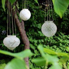 100 cool diy garden globes make your garden more interesting page 07 Diy Jardin, Jardin Decor, Garden Lanterns, Candle Lanterns, Solar Lanterns, Solar Chandelier, Garden Candles, Flameless Candles, Candleholders