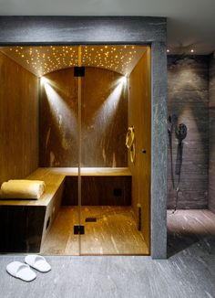 12 Modern Ways To Home Interior Design Step By Step Tivoli Lodge – Davos, Switzerland With its… Home Steam Room, Sauna Steam Room, Sauna Room, Spa Interior, Modern Bathrooms Interior, Bathroom Interior Design, Contemporary Interior, Chalet Design, House Design