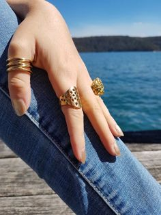 Elegant look with designer women rings. Now it can available online at paraforma website.