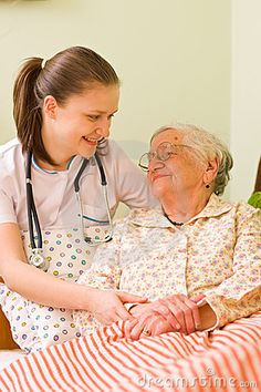 Het Helpen Van Een Zieke Bejaarde Royalty-vrije Stock Afbeeldingen - Beeld: 13138819