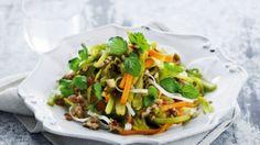 Thailandsk risnudelsalat med hakket svinekød | Femina Thai Recipes, Tacos, Beef, Meals, Food, Meat, Meal, Essen, Thai Food Recipes