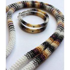 #beadwork #beadedearrings