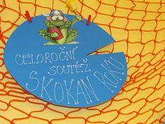 A stali se z nás žabáci..Plná třída žabek a žabáků. Manžel podotknul jestli mi je jasné, jak budou asi říkat mně:o))...Jasné mi to je:o), ... Grinch, Classroom, Education, Frogs, Class Room, Onderwijs, Learning
