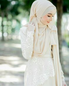 Hijab and fiona lacey dress @ minimalace.....do you love this colour? Suitable for a bride to be.