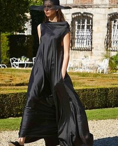 Silk, flats, and a super chic setting: @therow Spring '16 debuts in Paris. #BGFW #PFW [photo @jennadangerblaha]