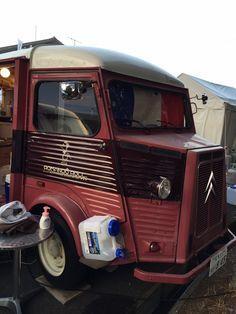 ゴルフトーナメントのギャラリープラザで美味しいパンを売っていたアッシュ。 Citroen Type H, Food Truck, Advertising, Trucks, Motorbikes, Food Carts, Truck, Food Trucks