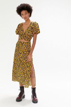 Slip Skirts, Plunging Neckline, Urban Outfitters, Fitness Models, Cropped Top, Wrap Dress, Short Sleeve Dresses, Crop Tops, Pretty