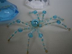 beaded spider Fun Easy Crafts, Crafts To Make And Sell, Christmas Spider, Beaded Spiders, Bugs And Insects, Beaded Animals, Beaded Jewelry, Jewellery, Jewelry Crafts