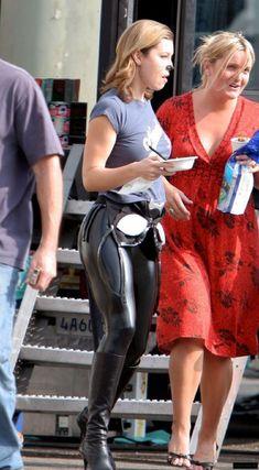 Jessica Biel, Sexy Jeans, Beautiful Celebrities, Gorgeous Women, Black Dress Red Carpet, Leder Outfits, Shiny Leggings, Playboy, Stylish Clothes