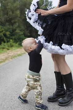 Mum, I want that BLACK BEAUTY DOLLY skirt, too :) Black Beauty, Ballet Skirt, Elegant, Boots, Skirts, Fashion, Dark Beauty, Classy, Moda