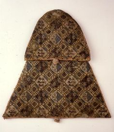 amed textile purse Date: from 1291 to 1310  Dimensions: hoogte 30 cm                    breedte 43 cm
