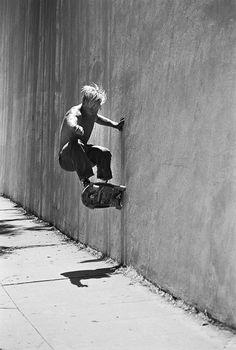 Skateboarding, wall ride