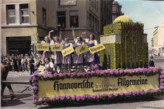 Festwagen der HAZ auf dem Schützenfest 1951 in Hannover. Die Tradition des Festes reicht bis ins 15. Jahrhundert zurück. Die Aufnahme ist nachkoloriert.