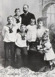 Princesa D. Maria Amélia Orleães e Dinamarca e o Príncipe D. Valdemar da Dinamarca e seus filhos. Casa Real: Orleães Editorial: Real Lidador Portugal Autor: Rui Miguel