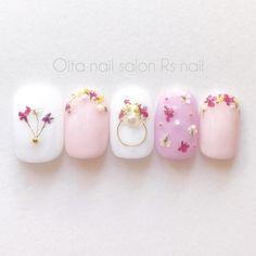 ご覧頂きありがとうございます♡当店は全てプロ用のジェルストーンにはスワロフスキーを使っております♡お客様の爪の形に合わせてお作り致します(^^)ーーーーーーーーーーーーー 急がれる方は ご購入の前に必ずメッセージを下... Bridal Nails, Wedding Nails, Cute Nails, Pretty Nails, Nail Art Designs, Japan Nail Art, Korean Nails, Kawaii Nails, Japanese Nails