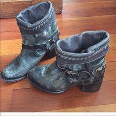 Steve Madden free bird booties Sz 9 brown Great booties in great condition Sz 9 Steve Madden Shoes Ankle Boots & Booties