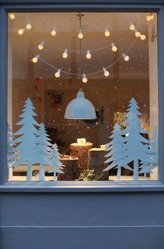 Best christmas lights, christmas home, christmas window display. Best Christmas Lights, Noel Christmas, All Things Christmas, Simple Christmas, Winter Christmas, Homemade Christmas, Window Christmas Lights, Outdoor Christmas, Painted Windows For Christmas