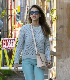 jessica-alba-bags - oomphelicious.wordpress.com35_BEDAZZLED BY BAGS – JESSICA ALBA