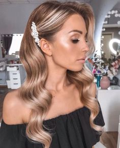 --- Tag une future mariée fan de perles /Tag a bride to be who's addict arrette × Glow = Combo gagnant ? --- Tag une future mariée fan de perles /Tag a bride to be who's addicted to pearls --- Wedding Hair Down, Wedding Hair And Makeup, Hair Makeup, Bridesmaid Hair Down, Bridal Hair Down, Brides Maid Hair, Prom Hair Down, Medium Wedding Hair, Wedding Hair Blonde
