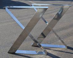 Construir sus propios muebles con estas patas personalizadas! Estas patas de la mesa única vienen con un acabado de acero inoxidable cepillado.