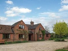 Holiday Cottages To Rent - UK Cottage Holidays Holiday Cottages To Rent, Stratford Upon Avon, Trip Advisor, Cabin, House Styles, Homes, Holidays, Home Decor, Houses