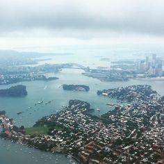 Returning home. Always an awesome sight even if it was raining.  帰りました素晴らしいく見えます  #sydney #sydneyharbour #sydneyharbourbridge #northsydney #qantas #qantasairways #boeing737 #b737 #737 #australia #harbourcity #rain #viewfromabove #シドニー #シドニー港 #港 #カンタス航空 #オーストラリア #雨 #雨の日 #operahouse by kdubyazy http://ift.tt/1NRMbNv