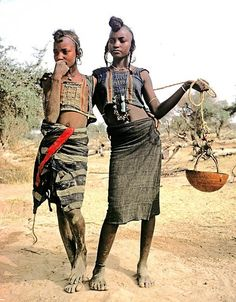 Niger - Sahel. Wodaabe girls waiting for their turn at the well