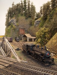 """Mt. Coffin & Columbia River - 23""""x41"""" n-scale layout 