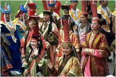 Mongolian women en masse.