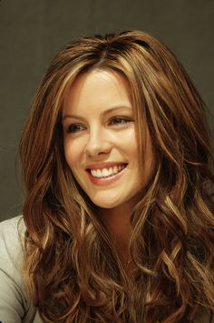 Kate Beckinsale---Love her hair color/style! Honey Blonde Hair Color, Honey Hair, Blonde Color, Dark Blonde, Brunette Color, Brunette Hair, Kate Beckinsale Hair, Underworld Kate Beckinsale, Long Wavy Hair