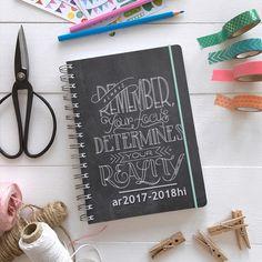 Titta här vad jag precis beställt från personligalmanacka.se. Det är fritt fram att designa sin egen almanacka där.