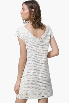 This sweet and easy crochet mini dress that adds a modern look and a touch of personalization. This modern crochet mini dress can be worn as a tunic with leggings or jeans or to wear as a mini dress. Just choose what color you would like to be and go ahead. This crochet minidress pattern includes