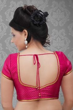 15 Stunning Collection of Plain Sarees With Designer Blouse Designs The designer blouses with the plain sarees is a weird but really smart and popular combination. Here are the best 15 plain sarees with designer blouse that can looks simple and smart. Blouse Back Neck Designs, New Saree Blouse Designs, Simple Blouse Designs, Stylish Blouse Design, Bridal Blouse Designs, Pink Blouse Design, Saree Blouse Models, Blouse Neck Patterns, Sari Blouse