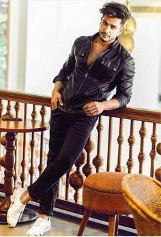 Rohit Khandelwal Portrait Photography Men, Photography Poses For Men, Male Models Poses, Male Poses, Handsome Indian Men, Indian Male Model, Abs Boys, Indian Men Fashion, Smart Men