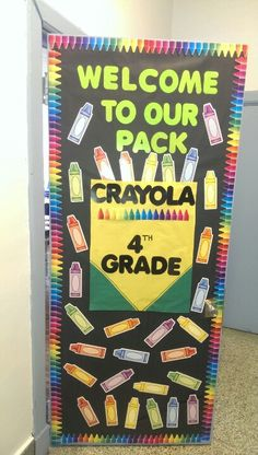 New classroom door ideas crayons Ideas Crayon Bulletin Boards, Kindergarten Bulletin Boards, Back To School Bulletin Boards, Preschool Bulletin, Preschool Activities, Kindergarten Door, Preschool Welcome Door, Classroom Welcome Boards, Colorful Bulletin Boards