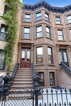 Welcome to the Brooklyn Townhouse Roundup, where we—you guessed it—take a look at the most notable Brooklyn townhouses on the market. New York Brownstone, Brooklyn Brownstone, Brownstone Homes, Commercial Architecture, Architecture Old, Abandoned Houses, Abandoned Castles, Abandoned Mansions, Abandoned Places